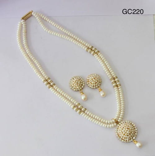 pearl-necklace-set-2line-with-locket.jpg